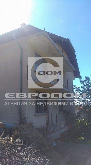 Къща близнак с двор, с. Богомилово