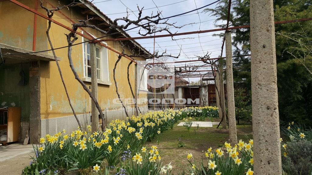 Къща с двор, гр. Николаево